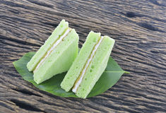 绿色雪芳蛋糕 免版税库存照片