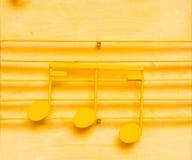 黄色音乐笔记 免版税库存图片