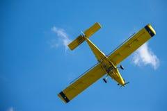 黄色飞机 免版税库存图片