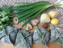 绿色饼,从荨麻烹调的面团 免版税库存照片