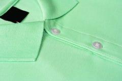 绿色马球T恤杉。 库存图片