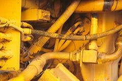 黄色马达引擎机器挖掘机水力拖拉机车特写镜头 库存图片