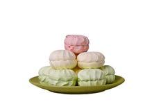 绿色,桃红色,蛋白软糖奶油折叠了入在gree的一座金字塔 图库摄影