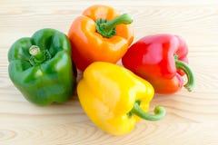 绿色,橙色,黄色和红色甜椒 库存照片