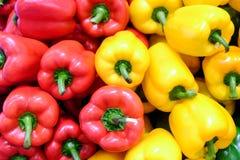 黄色,红色和绿色甜椒 免版税库存照片