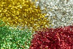 绿色,红色,金子和银背景从闪亮金属片与bokeh 免版税图库摄影