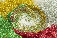 绿色,红色,金子和银背景从闪亮金属片与bokeh 免版税库存图片