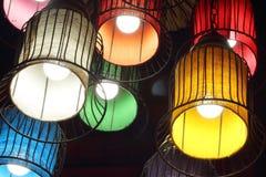 紫色,绿色,黄色,白色,红色和橙色圆的时髦的灯 库存图片