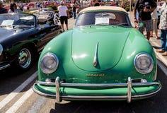 绿色1957年保时捷356敞蓬车 免版税库存图片