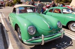 绿色1957年保时捷356敞蓬车 库存图片
