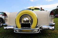 黄色经典汽车背面图  库存图片