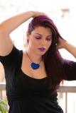 紫色头发白种人女孩 库存图片