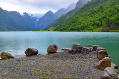 绿色水和冰川视图 库存照片