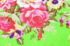绿色织品背景的罗斯 图库摄影