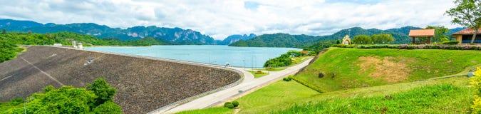 绿色水水坝在泰国,全景视图 免版税库存图片