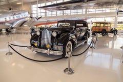 黑色1939年帕卡德模型1708体育敞蓬旅游车 免版税图库摄影