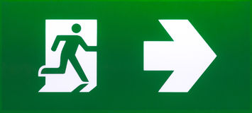 绿色紧急出口标志 免版税库存图片