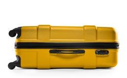 黄色黑暗的手提箱塑料 水平位于 免版税库存照片