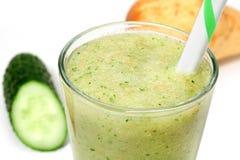 绿色水果和蔬菜圆滑的人 免版税库存图片