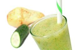 绿色水果和蔬菜圆滑的人 免版税库存照片