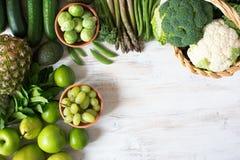 绿色水果和蔬菜顶视图  免版税图库摄影