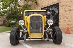 黄色1932年福特突然行动Hotrod 免版税库存照片
