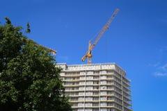 黄色建筑用起重机 免版税库存照片