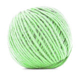 绿色结辨的丝球,钩针编织在白色背景隔绝的毛线卷 免版税库存照片