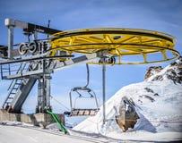 黄色滑雪电缆车轮子 库存照片