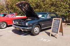 黑色1966年Ford Mustang 免版税库存图片