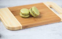 绿色macaron曲奇饼 免版税库存照片