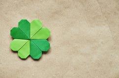绿色origami纸三叶草 免版税库存图片