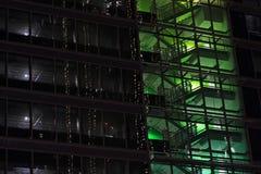 绿色Windows现代办公楼 免版税库存照片