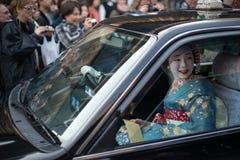 艺妓交付在Gion 免版税库存图片