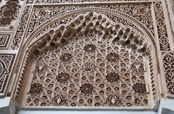 摩尔人样式灰泥在马拉喀什 免版税库存照片