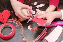 艺术和工艺供应圣徒华伦泰`的s 上色纸,不同的washi磁带,装饰的心脏供应 图库摄影