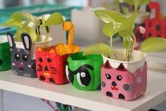 艺术和工艺设计孩子玩具从回收材料 免版税库存图片