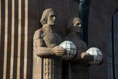 艺术在火车站的nouveau雕象在赫尔辛基,芬兰 库存图片