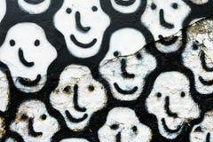 艺术在白色墙壁上的微笑面孔 库存照片