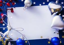 艺术在蓝色背景的圣诞节问候 免版税库存图片