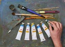 艺术家刷子和油漆 免版税库存照片