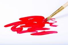 艺术家刷子和红色绘画的技巧在白色 图库摄影