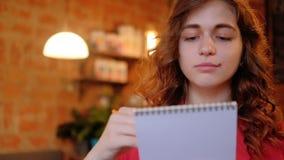 艺术家启发聚焦了年轻女人速写 影视素材