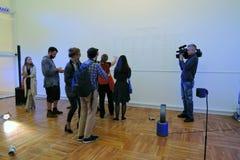 艺术家和新闻工作者在第7莫斯科国际比安奈尔当代艺术 免版税库存图片