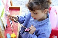 艺术家女孩少许绘画纵向水彩 免版税库存照片