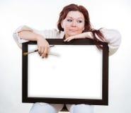 艺术家拿着空的框架 免版税库存照片