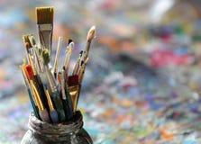 艺术家掠过油漆 免版税库存图片