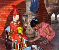 艺术家浮动的绘画雕象寺庙越南 库存图片