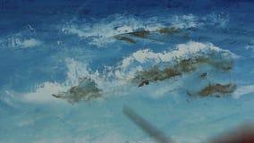 艺术家的手画与在帆布的一把调色刀 影视素材