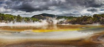 艺术家的调色板水池,热的温泉,新西兰 库存图片